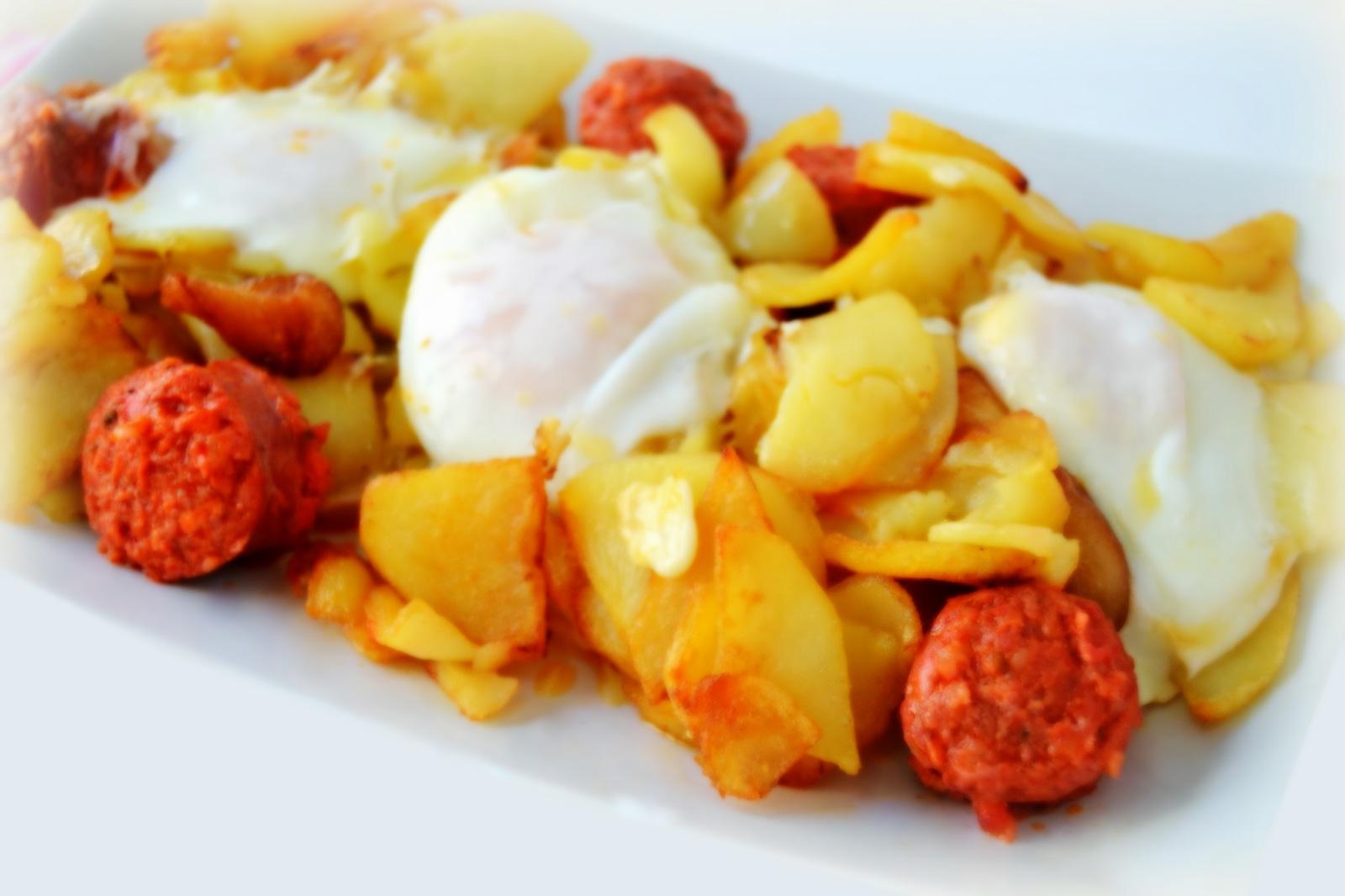 Huevos con txorizo y patatas